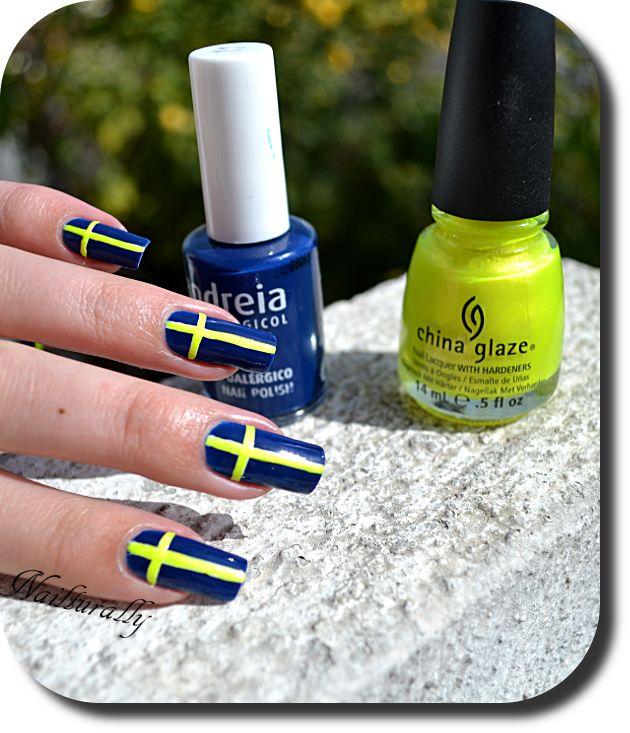 Nail art Drapeau Suédois By Nailturally Nailart avec Le vernis ANDREI N°11 En vente chez www.parlezenauxcopines.com/