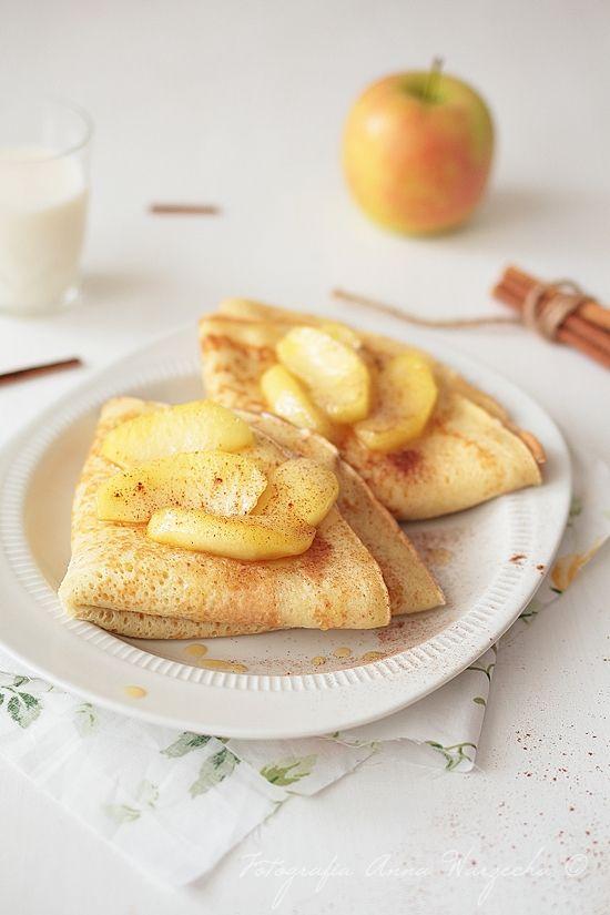 Wiem co jem: Naleśniki cynamonowe z serem i karmelizowanymi jabłkami