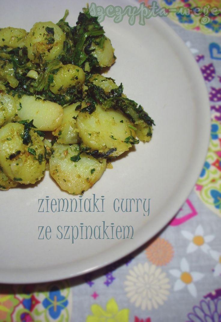 Ziemniaki curry to dobry dodatek do każdego obiadu, jednak dla wiecznie zabieganych świetnie sprawdzi się jako główne danie! No, ale jak to, przecież trzeba czekać aż ugotują się ziemniaki, a to nie taka szybka sprawa. Pokażę Wam jak można zaoszczędzić trochę czasu i zrobić całość w ciągu 15 minut! Potrzebne składniki: (jako główne danie porcja…