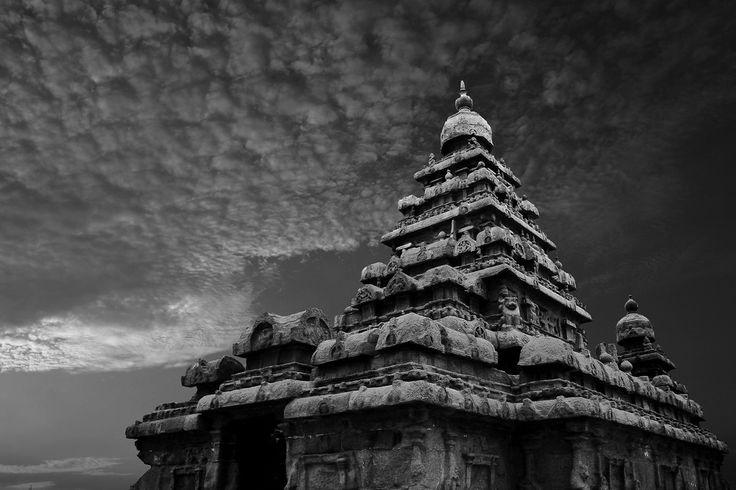 Mahabalipuram, es una ciudad en el distrito de Kanchipuram en el estado de Tamil Nadu, India. Era en el siglo VII un puerto de la dinastía Pallava a unos 60 kilómetros de la ciudad de Chennai. Tiene varios monumentos históricos construidos entre los siglos VII y IX, que fueron declarados por la Unesco como Patrimonio de la Humanidad en el año 1984.