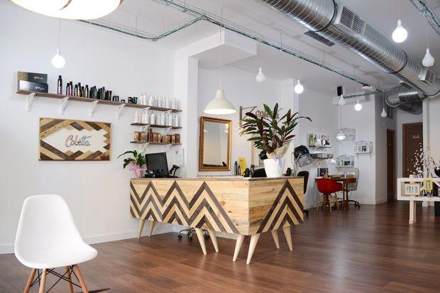 ¡¡¡Estamos súper contentos de poder mostraros nuestro último trabajo!!! Se trata de Coletta, una peluquería que hemos diseñado de pies a cabeza, todo con nuestras propias manos ¡Cómo nos gusta el handmade!