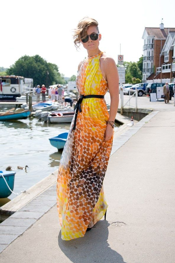 Love how colorful and flowy this dress is. Perfect summer dress!