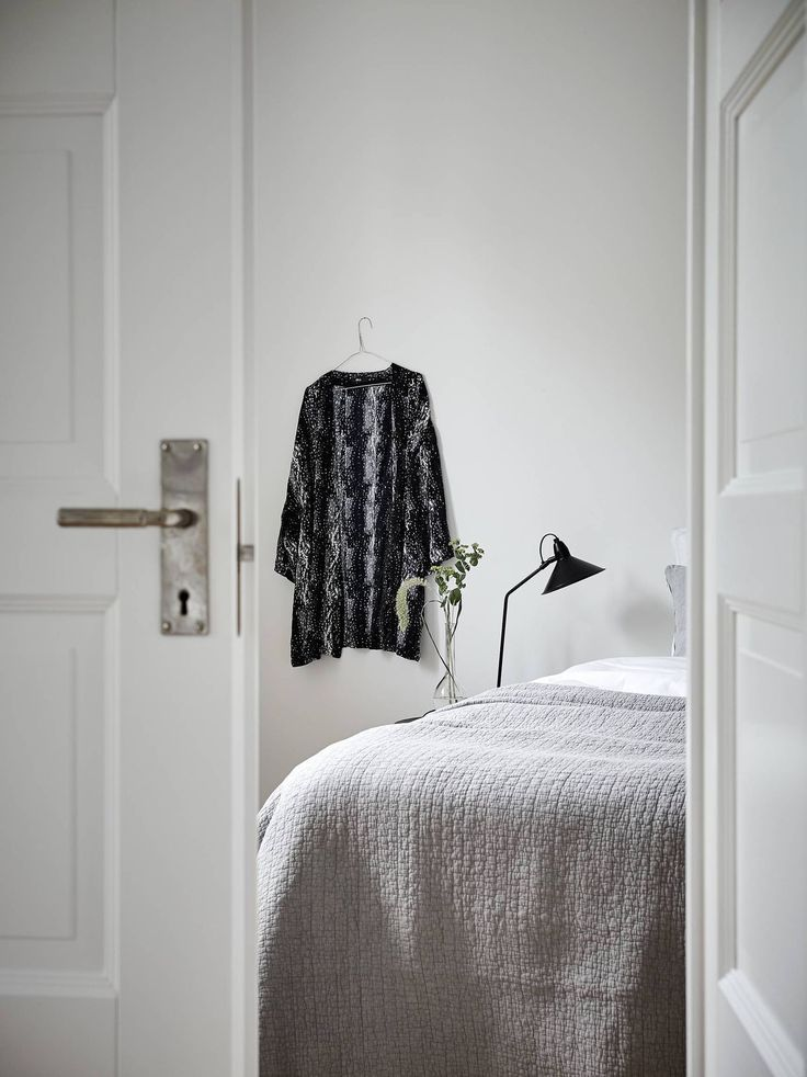 If your closet is overflowing, try these five ideas to get your clothes out in the open and on display. These are great options to organize your outfit for the day while acting as easy...