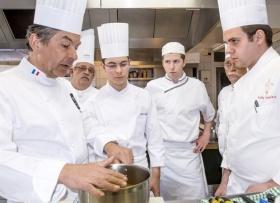 Regis Marcon Restaurant le Clos des Cimes  Trois jeunes lauréats des Olympiades des Métiers ont suivi un stage de préparation de 3 jours chez Régis Marcon.