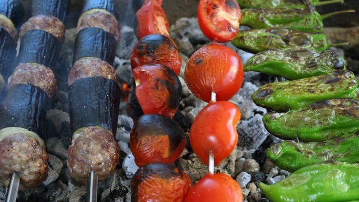 Size Antep usulü bir patlıcanlı kebap tarifi vermek istiyorum. Bu kıyma karışımıyla değme kebapçılara taş çıkartabileceksiniz desem?