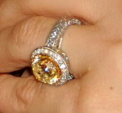 i friggin looove this ring...carrie underwoods...so beautiful