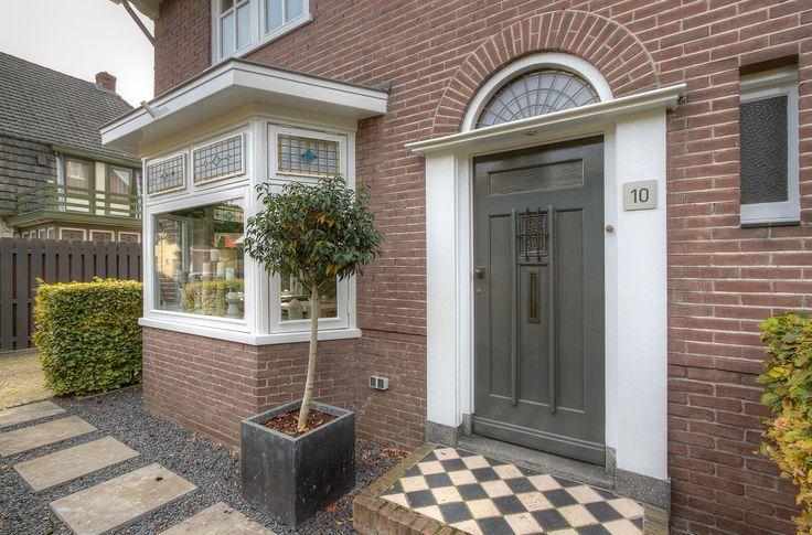 Jaren30woningen.nl | statige entree naar jaren 30 woning in Ede