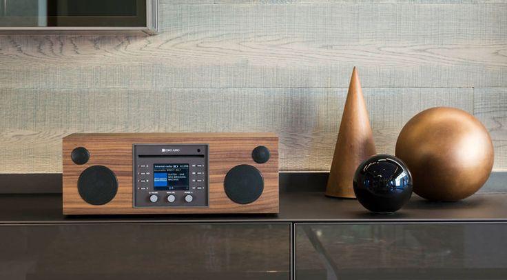 Das Como Audio Musica vereint in kompakter Form Radio, Musik-Streaming, einen CD-Player und Bluetooth, und präsentiert sich damit als feine All-in-One Lösung, die überall ihren Platz findet.