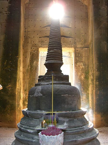 Originally dedicated to Hindu deities, it was reconsecrated to Mahayana Buddhist worship during a monumental reconstruction undertaken by Jayavarman VII in the late 12th and early 13th centuries.