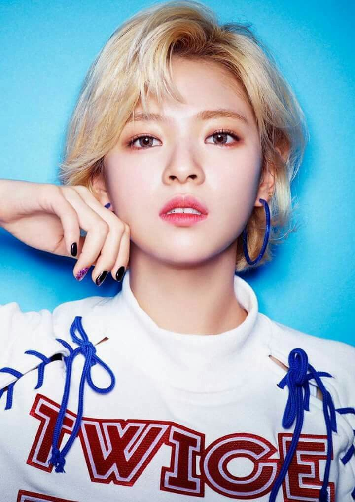 Jeongyeon could be a model