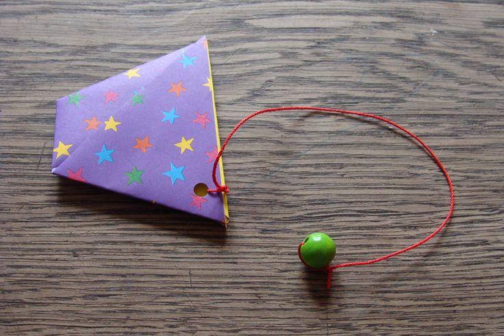 Ein Origami Fangspiel ist mit wenigen Materialien ganz schnell gebaut und vertreibt Langeweile an trüben Frühlingstagen. Das Falten ist nicht so knifflig, deswegen würde ich es, mit ein bisschen Hilfestellung, für Kinder ab 5 Jahren empfehlen. Um das Spiel zu … mehr