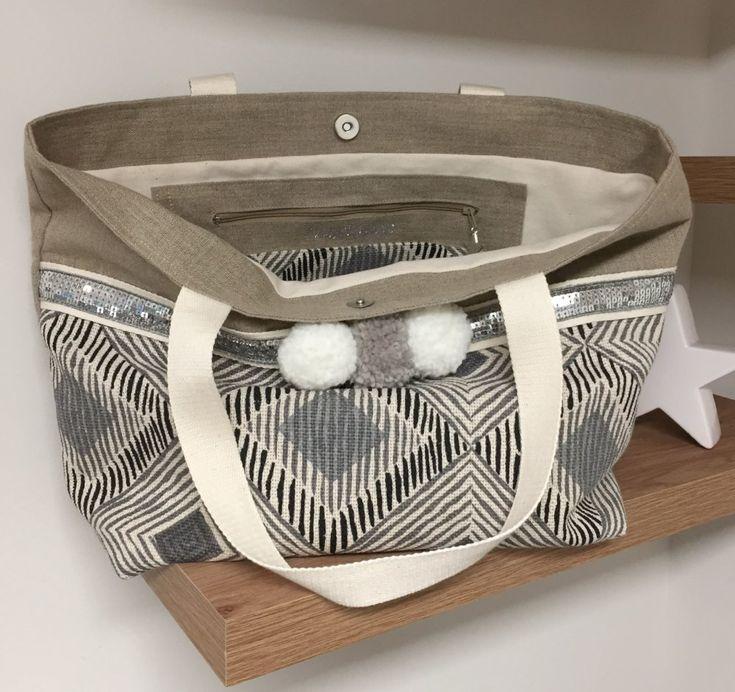 Sac cabas en lin, style ethnique, paillettes argentées et pompons / large tote bag / sac de plage style bohème
