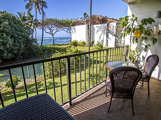 Beachfront+Surf+Condo+-+Gem+Nestled+in+Historic+Haleiwa!+++Vacation Rental in North Shore Oahu from @homeaway! #vacation #rental #travel #homeaway