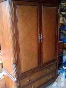 Vanity For Sale Nice For Tv Or Closet   $300 (springfield Mo)