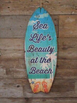 Houten wandbord Surfplank met de tekst Sea Life's Beaty at the Beach groen blauw oranje 78x30x1 cm