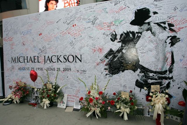 michael jackson death photos | quite odd that it took this long for autopsy photos of Michael Jackson ...