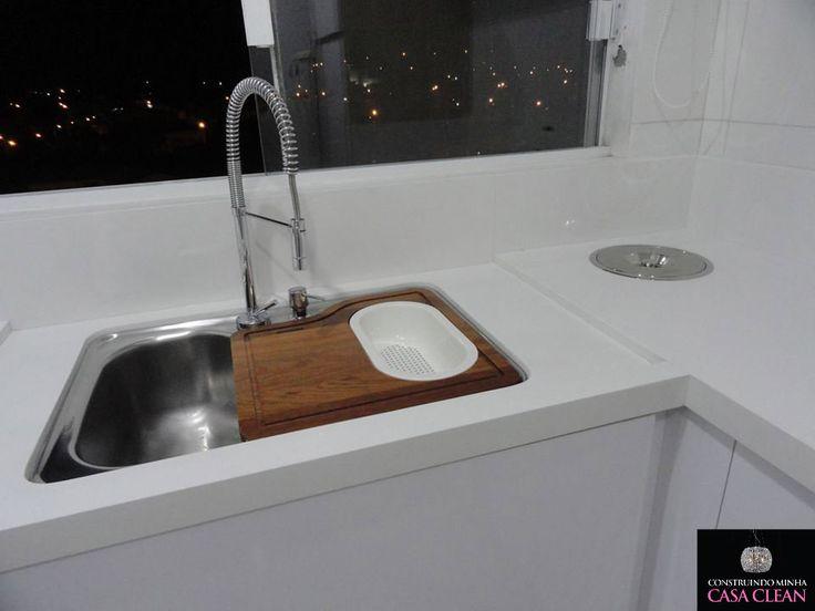 Quartzo stone chinês branco, lixeira embutida, cuba grande com tábua acoplada e dispenser de detergente embutido