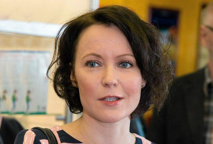 Jenni Haukio puolustaa eläinten oikeuksia runouden keinoin.