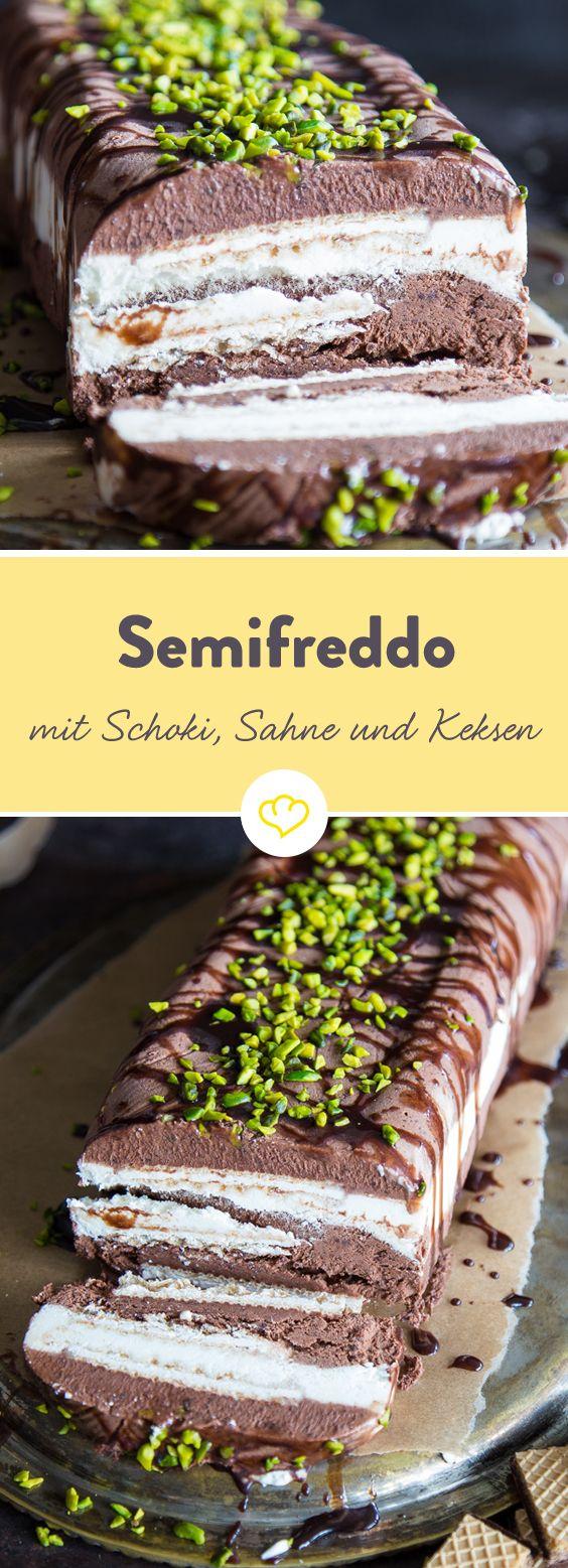 """Eine Schicht süße Schokolade, eine Schicht Sahnecreme, noch eine Schicht Schokolade und dazwischen Kekse: Ein cremig halbgefrorenes Eis (Semifreddo), zu dem man garantiert nicht """"no"""" sagen kann!"""