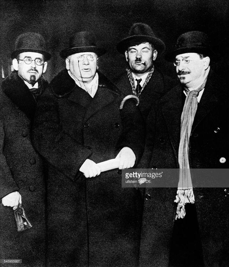 Litwinow, Maxim *1876-1951+Politiker UdSSRGruppenaufnahme v.l. Nikolai Krestinskij,Litwinow-Finkelstein, Ugarow, Anatol W.Lunatscharskiveröffentlicht BAZ BM Signal 4/1945