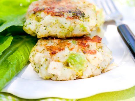 Ett måste för alla oss som älskar fetaost. Biffarna är jättegoda att äta med till exempel tsatsiki, sallad och grovt bröd. Receptet kommer från Familjens stora sunda kokbok.
