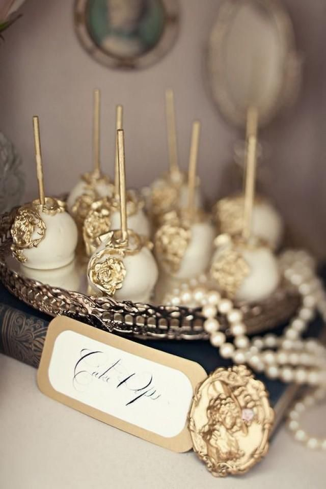 So elegant, these cake pops sign style  #gold #desert #wedding   Gold Cake Pops, HT