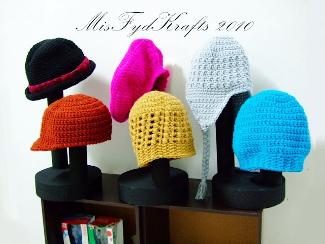 DIY Hat Display: Crafts Fair, Mfk Hats, Bazaars Preparation, Preparation Diy, Crafty Overload, Diy Hats Holders, Diy Hats Display Stands, Display Ideas, Craftshow Ideas