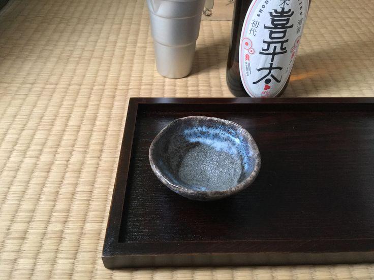 デザインしたラベルの純米酒をお気に入りの萩焼のぐい呑みで熱燗にしていただきます。  #japan #yamaguchi #hagiyaki #pottery #dish #cup #Kilnstrange #MyFavorites #design #guinomi #JapaneseStyje #TraditionalCraft #ochoko #sake #萩焼 #ぐい呑 #マイコレクション #器 #器集め #貫入 #窯変 #日本 #山口 #日本酒 #熱燗 #寒北斗酒造 #福岡 #喜平太 #ラベルデザイン #ちろり
