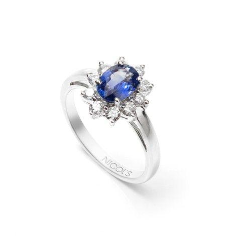 8b3916716f92 Anillo de Compromiso Orla Princess. Sortija con piedra oval central con  orla
