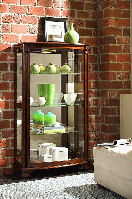 Особое место в коллекциях американской фабрики PULASKI занимают изысканные витрины – представительские предметы интерьера, благодаря которым каждая хозяйка может эффектно представить свою коллекцию посуды или дорогих аксессуаров. На фото: витрина «Кентукки», массив дерева и шпон вишни. #интерьер #дизайн #декор #стиль #красивая #мебель #корпусная #дом #шкаф #шкафы  #витрина #буфет #гостиная #столовая #купить #квартиры #дома #классика #кантри #колониальный #английский #классический…