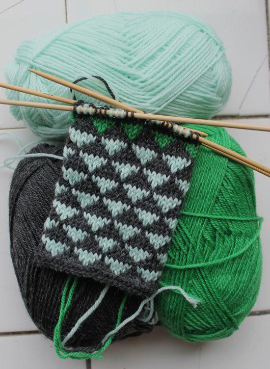 Mint & grey with a twist of green  www.garn-iture.dk