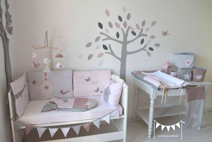 décoration chmbre bébé enfant fille rose poudré gris rose ancien papillons oiseau nichoir nuage