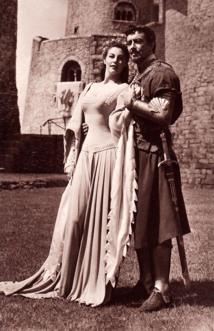 """Ava Gardner y Robert Taylor en """"Los Caballeros del Rey Arturo"""" (Knights of the Round Table), 1953"""