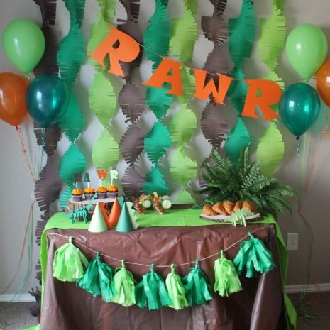 This dinosaur party theme can be customized in any colors and for any guest amount. Email me for your custom listing. Party includes: Three assembled 3D paper dinosaurs. 12 inch Brontosaurus, stegosaurus and TRex head mantel Backdrop Frills- set of 15 (6inches wide and 7 feet long) Up to 3 different custom colors RAWR Banner Tassel Banner (6 tassels-up to two custom colors) The following items in the guest amount selected: Cupcake toppers (RAWR and 3D 2inch round dinosaur variety) Party
