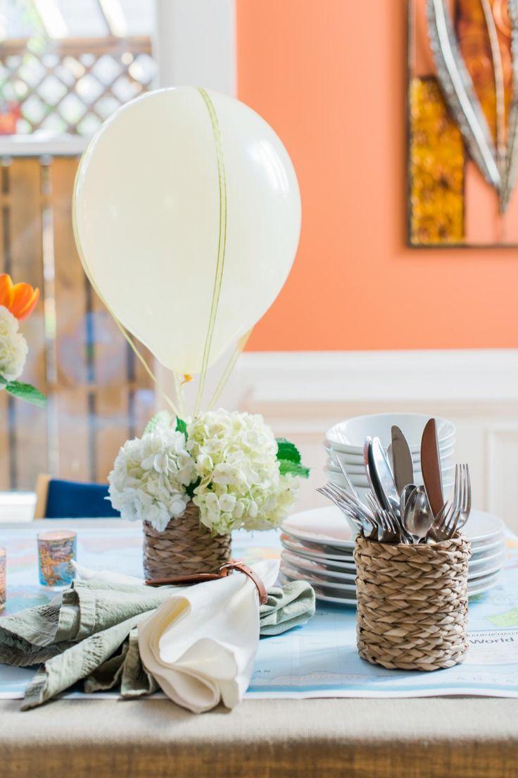 Aujourd'hui, nous allons voir comment réaliser un centre de table original avec un ballon gonflé à l'hélium entouré de fleurs fraîches. Voici ce dont vous aurez besoin pour réaliser ce …