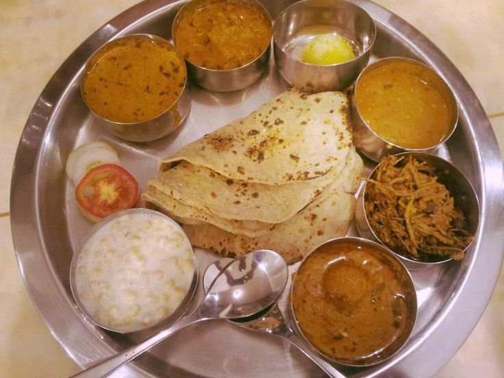 Learn the magic behind Indian curries and have dinner with local family | Padhaaro