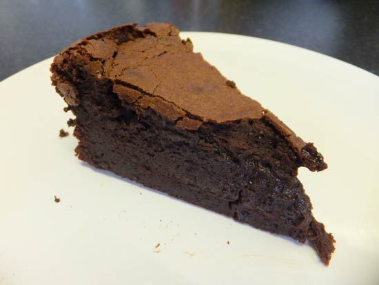 Gooey Chocolate Cake (Low FODMAP, Gluten Free Recipe) - FODMAP Fun