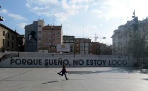 """""""Porque sueño, no estoy loco"""". Mural del Festival Asalto, en la plaza del Pilar de Zaragoza."""
