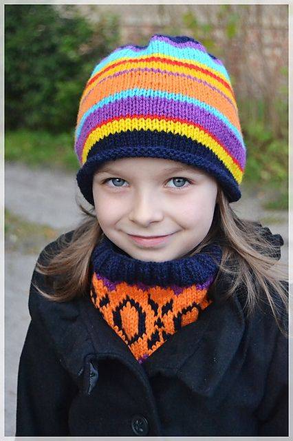 Ravelry: Cicha's Hugs and Kisses Cowl #knitting #hat #cowl #craft