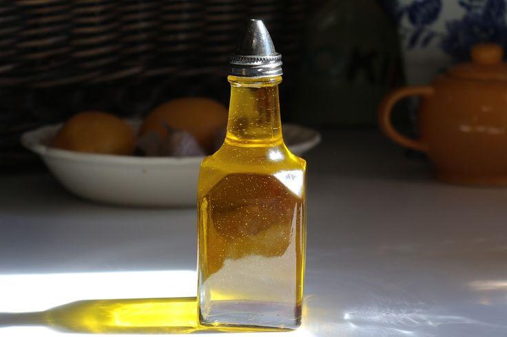 Az oliva a legszélesebben használt növények egyike. Bogyóját és annak olaját az egész mediterrán vidéken használják, nagyon eg...