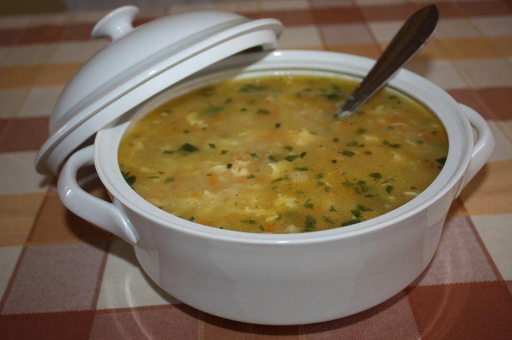 Do kastrolu dáme vodu,přidáme nastrouhanou zeleninu, masox, podravku, česnek a dáme vařit. Když jsou brambory měkké, tak si připravíme jíšku. V...