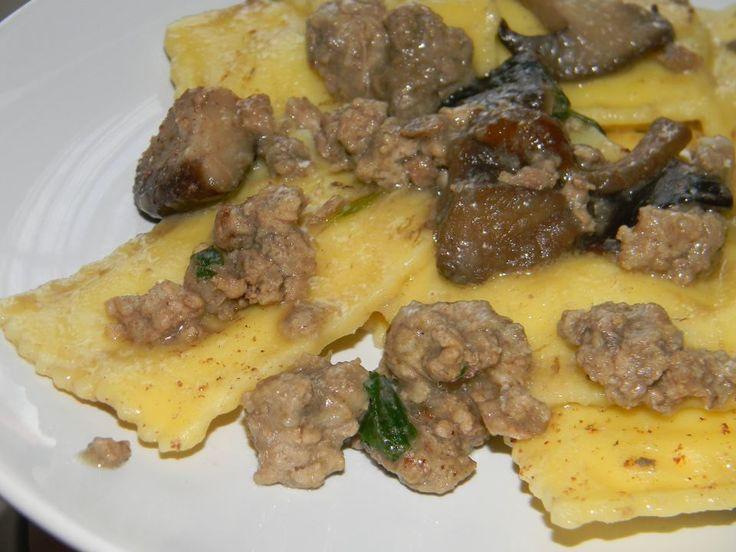 Ravioli di ricotta con funghi e carne