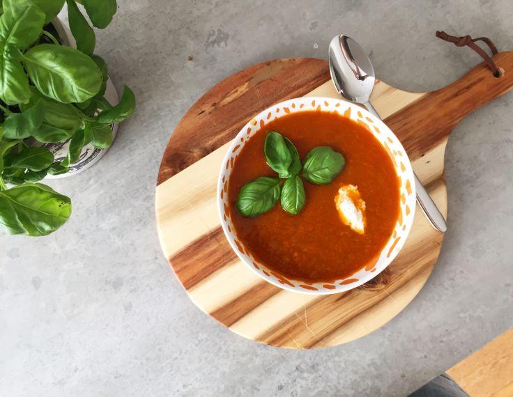 Zelf vind ik het lekkerom in het weekend een grote pan soep te maken en van te smullen. Vandaag heb ik pittige paprika groenten soep gemaakt. Wat heb je nodig voor een goed gevulde pan, ongev…