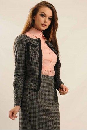 Зручний та елегантний жіночий піджак на змійці. Піджак без коміра пошито з  трикотажу з віскозою 9af4b8d04c344