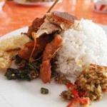 Warung babi guling Pak Malen salah satu tujuan wisata kuliner bagi mereka yang menggemari makanan khas Bali yaitu babi guling, disaat liburan di Bali. Lokasinya pun sangat strategis untuk dikunjungi, di Jalan Sunset Road No. 5 Seminyak Kuta. Warung ini menempati sebuah bangunan khas rumah makan Bali. Menempuh waktu sekitar 30 menit dari Bandara Ngurah Rai dengan kendaraan bermotor.