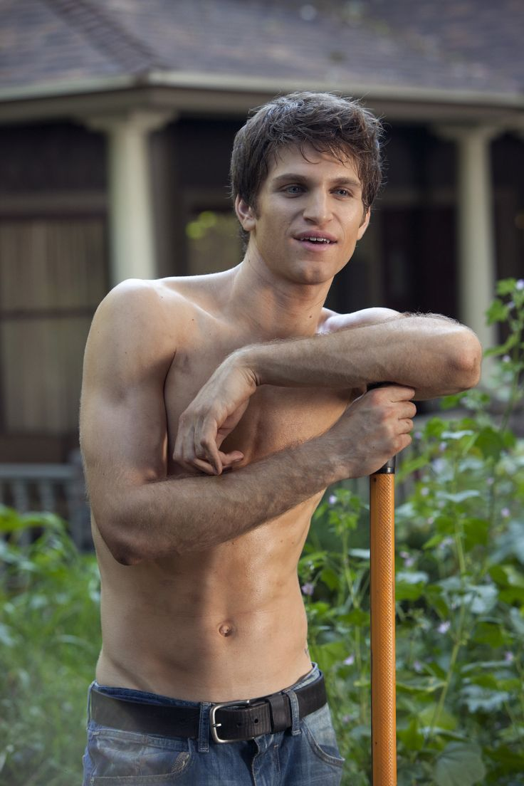 Shirtless Toby! #PLL
