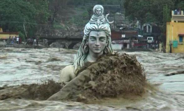 Heavy rain and landslide stops life in Uttarakhand | Swept ...