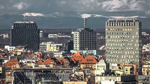 Munții Carpați văzuți din București.