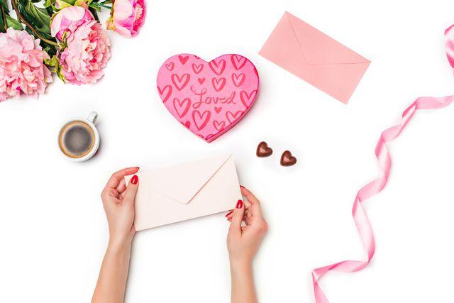 贈り物に迷ったらコレ♡ギフトカードを可愛くラッピングする方法4選 - LOCARI(ロカリ)