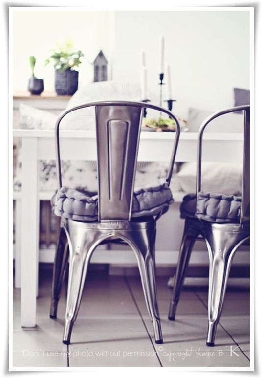 Love these metal chairs!